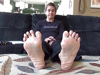 sexually exciting mature toes