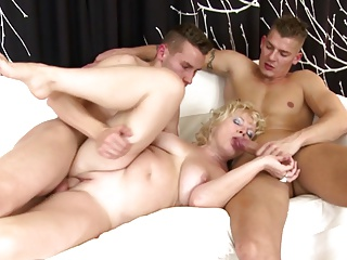 Mature mom suck added to fuck two young boys