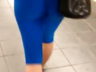 Hottie wearing blue leggings