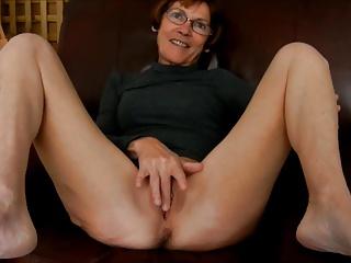 Granny Clarill broadness legs and smile up boyfriend