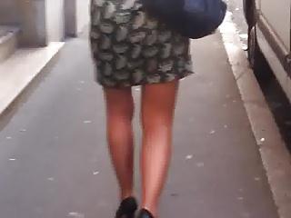 La pute de Paris suivie par un fan voyeur