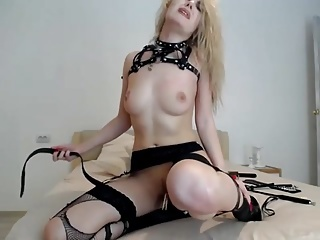 cam-slut tortures himself