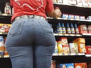 GILF in Jeans !!