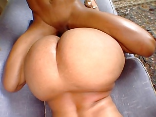 Bama Stripper With A Ridiculously Huge Ass