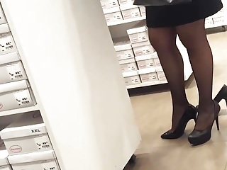 her sexy infirm of purpose heels in panyhosed feets