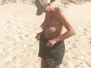 Wife stripping and spreading frontier fingers at the nudist beach