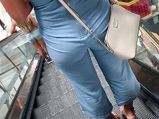 Sexy Blonde MILF vpl pants modify