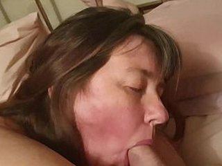 Amateur housewife sucks cock