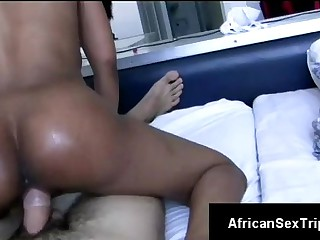 Young African hotty rides hung white bf in dilettante POV
