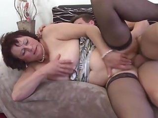 Mature mummy spoiling a young lassie