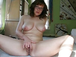 18 year old Ruthie gets naked and masturbates