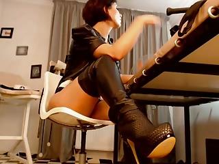 Hole up webcam girl